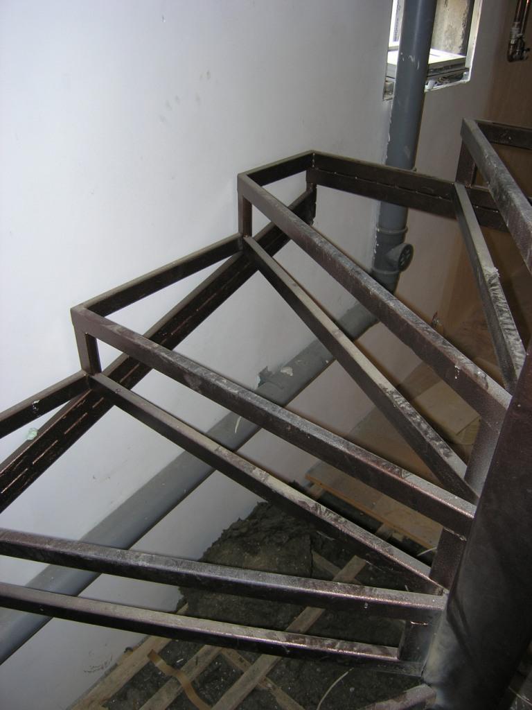 Лестница из профильной трубы своими руками 2