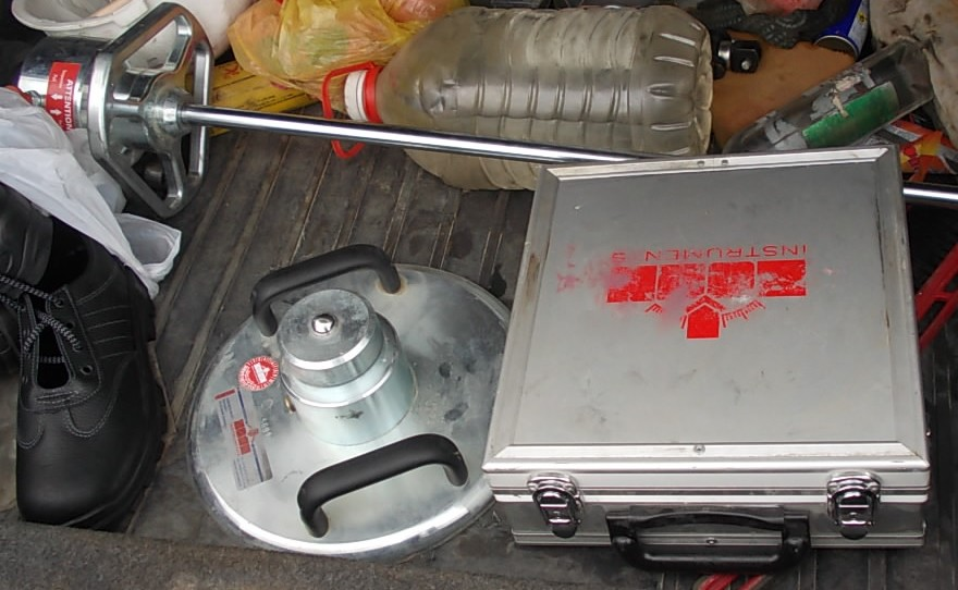 прибор для проверки уплотнения щебня
