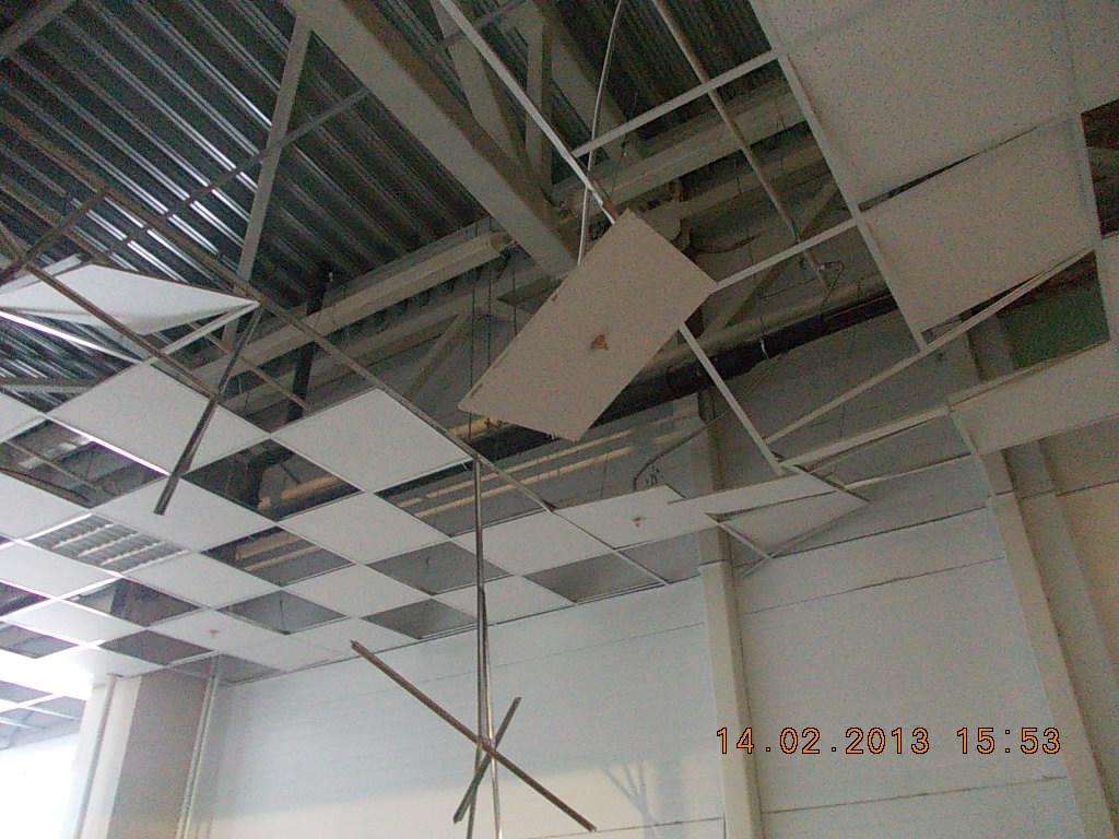 обрушение потолка armstrong