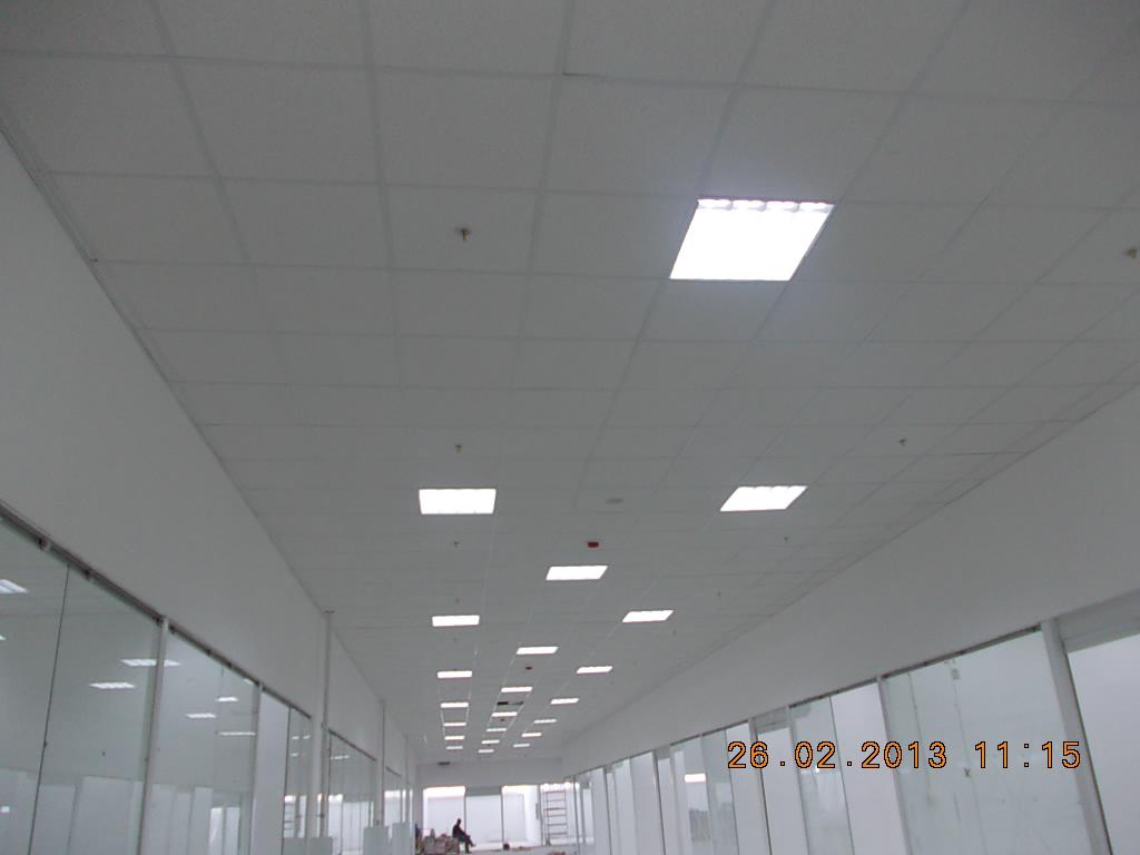 светильники в потолке армстронг