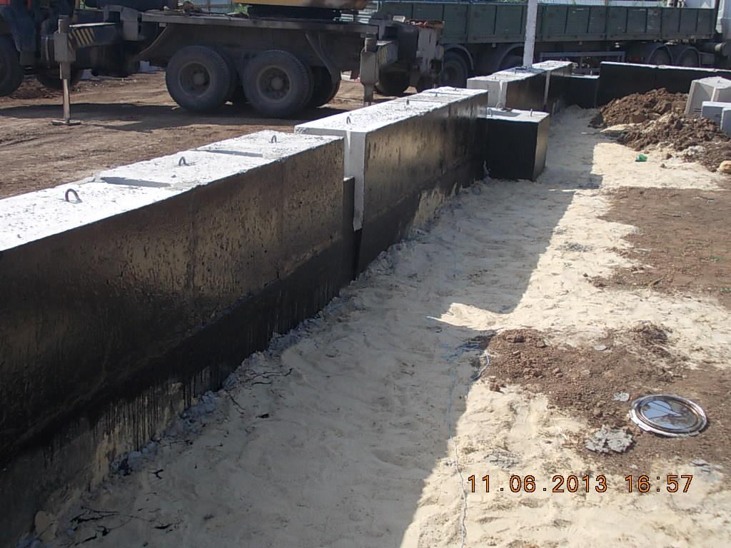 установка фундаментных блоков стеновых