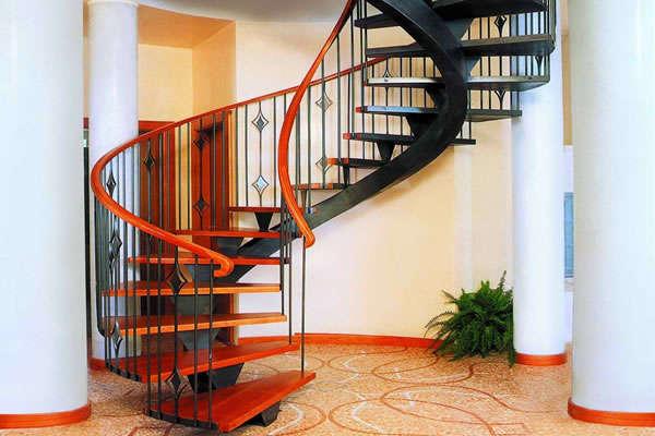 фото винтовой лестницы для дачи